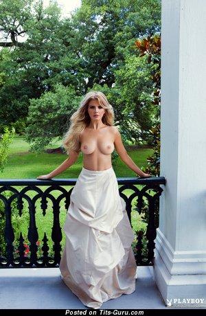 Изображение. Stephanie Branton - изображение сексуальной блондинки топлесс с среднего размера грудью, большими сосками