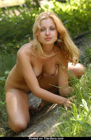Горячая голая красотка (hd эро фото)