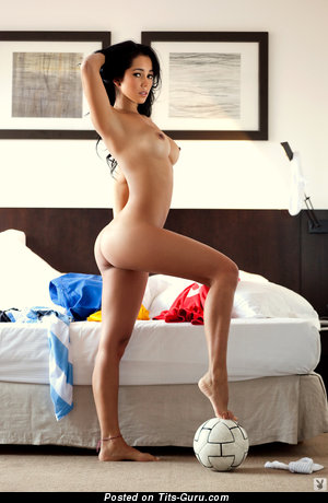 Image. Mariana Contreras - naked brunette with medium tittes picture