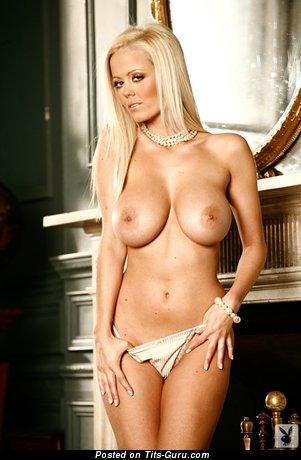 Изображение. красивая блондинка с изумительной грудью, malene espensen сиськи фото: блондинки, большие сиськи, трусики