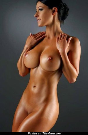 Sexy naked nice lady with medium boobs pic