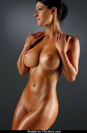 Фото горячей раздетой девахи с среднего размера сисечками