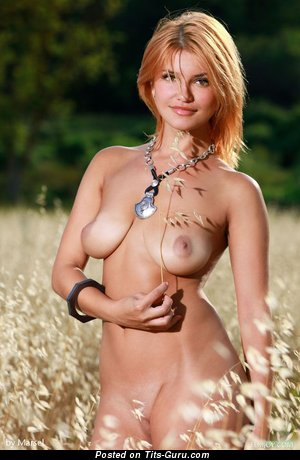 Image. Naked awesome lady with natural tittes picture