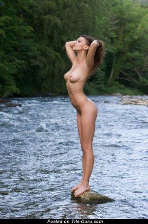 Изображение. Изображение умопомрачительной раздетой девушки с большими сиськами