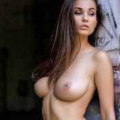 Yummy Babe with Yummy Exposed Real Tight Tittes (18+ Pic)