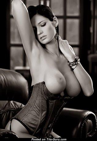 Marvelous Nude Brunette (Sexual Photo)