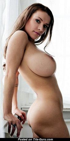 Классная топлесс деваха (18+ изображение)