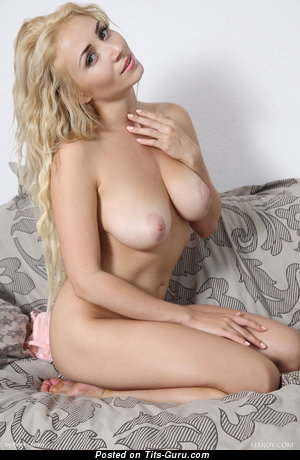 Ella - Pretty Floozy with Pretty Naked Real Regular Tittes (Hd Sexual Photo)