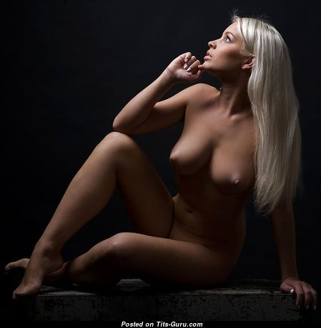 Sweet Babe with Sweet Naked Real Normal Boobs (Porn Image)