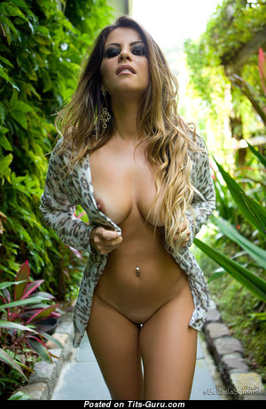 Yummy Glamour Naked Babe with Weird Nipples (Hd Sex Pic)