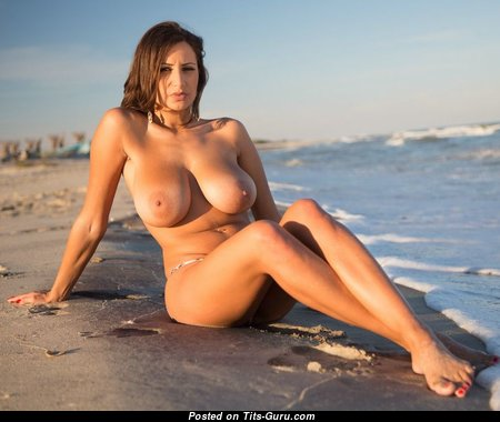 Nice Babe with Nice Bare Real Boobys (Sexual Image)