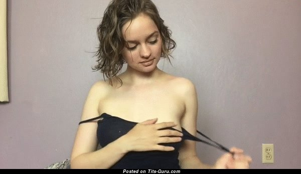 Gif обалденной обнажённой брюнетки с натуральной грудью, большими сосками
