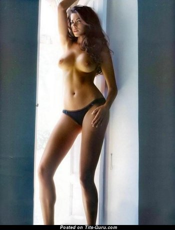 Image. Aida Yespica - naked brunette with big tots image