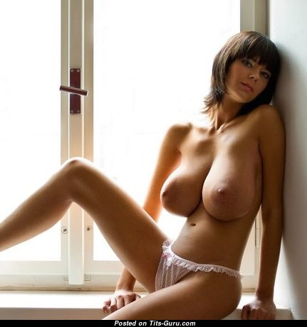 Stunning Babe with Stunning Bare Natural Ddd Size Chest (18+ Image)