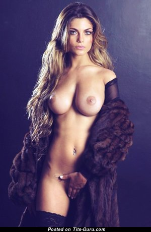Nude amazing female with big tittes pic