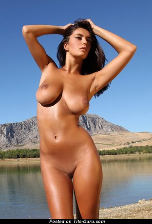 Image. Ela Savanas - sexy nude brunette with big natural boobies picture