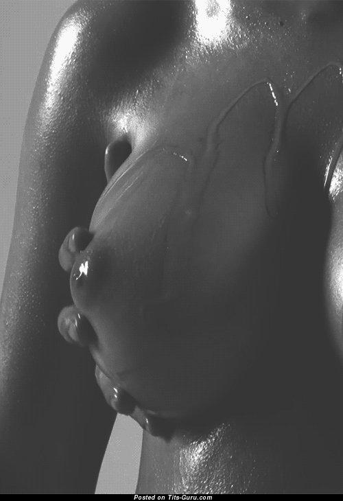 Изображение. Gif-анимация сексуальной обнажённой модели с большой грудью