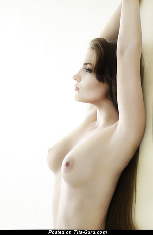 Fascinating Lassie with Fascinating Open Natural Med Boobys (18+ Foto)