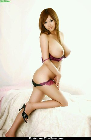 Femme nue 4 patte de face
