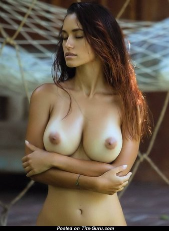 Pleasing Babe with Pleasing Bare Natural C Size Balloons (Sex Picture)