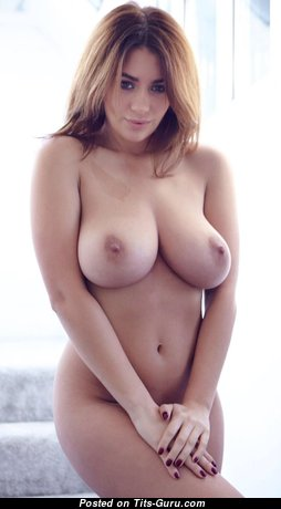 Sexy Undressed Babe with Large Nipples (Sex Pic)