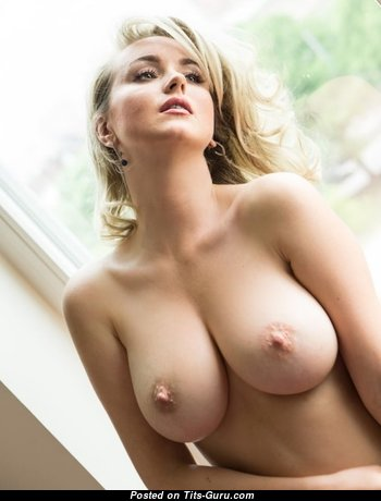 Grand Naked Babe (Porn Pic)