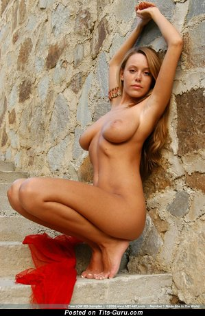 Nude nice lady with big natural tots picture