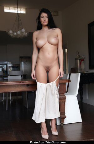 Изображение. Изображение красивой обнажённой леди