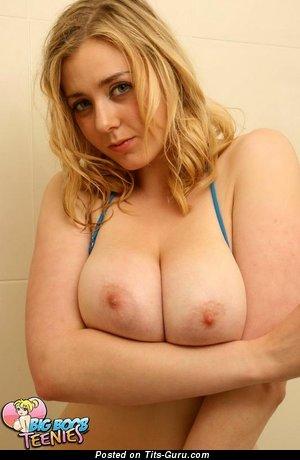 Изображение. Megan Sweets - фотография обалденной раздетой блондинки с большими натуральными дойками