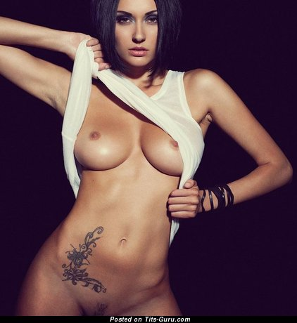 Image. Nude nice girl with medium tittes pic