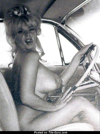 Женщина с офигенными голыми выдающимися буферами (ретро ню фото)