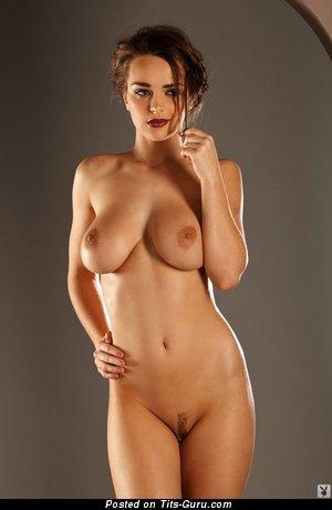 Kristen Pyles - изображение обалденной обнажённой брюнетки с средней натуральной грудью