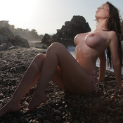 Perfect Babe with Perfect Exposed C Size Tittys (Sexual Picture)