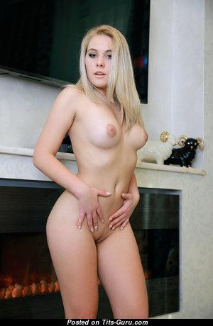 Adenorah - Splendid Nude Girlfriend & Babe (Hd 18+ Image)