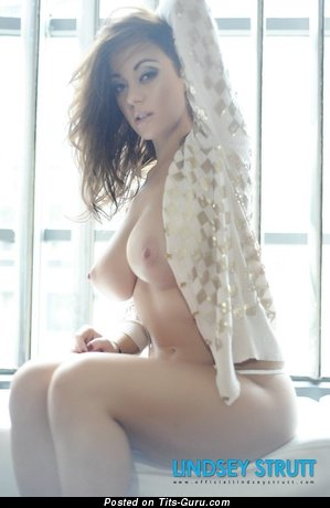 Sweet Moll with Sweet Naked Natural Great Boobie (Sexual Wallpaper)