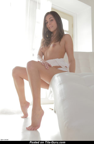 Iwia Aka Eva Strauss - Fine Topless Brunette Pornstar with Fine Bald Natural Tiny Tits & Weird Nipples (Hd 18+ Foto)