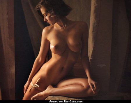 Fascinating Nude Babe (Sex Photo)