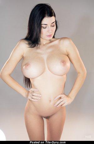 Изображение. Lucy Li - фотка невероятной раздетой брюнетки с большими дойками