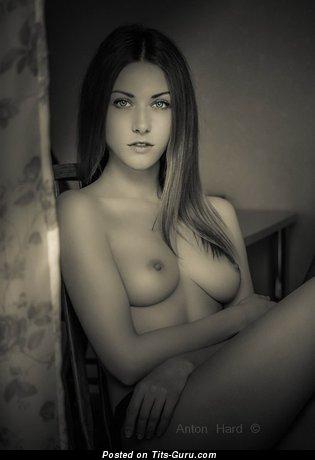 Изображение. Картинка шикарной голой чувихи с натуральными сиськами