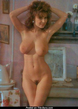 Sarka Lukesova: рыжая Playboy с невероятными оголёнными натуральными средними титями и треугольными сосками (винтажная hd порно фотка)