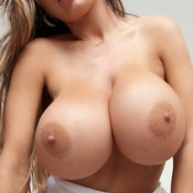 Hot Babe with Hot Defenseless Round Fake Mega Boobs (Sexual Foto)