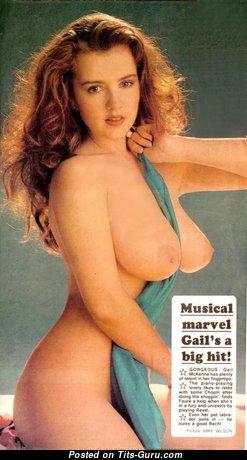 Gail Mckenna: гламурная брюнетка красотка (Великобритания) с восхитительными обнажёнными натуральными цицьками (старая 18+ картинка)