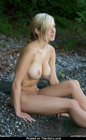 Image. Nude nice lady with medium natural tittes picture