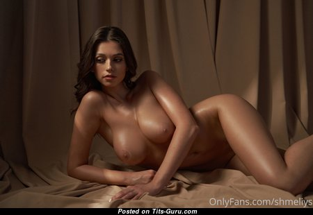 Gorgeous Babe with Gorgeous Naked Real Boobys (Hd 18+ Photoshoot)
