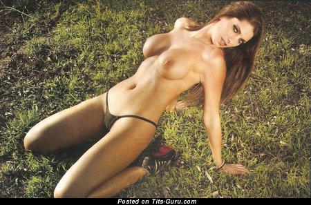 Изображение. Valeria De Genaro - фотография офигенной латиноамериканки топлесс с среднего размера дойками