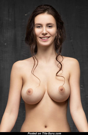 Sweet Babe with Sweet Defenseless Natural C Size Boob (Xxx Foto)
