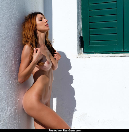 Superb Red Hair with Superb Nude Natural Chest (Sexual Photo)