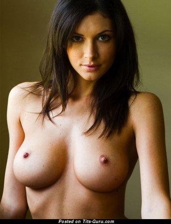 Изображение. Фотка горячей раздетой девушки с большими сиськами