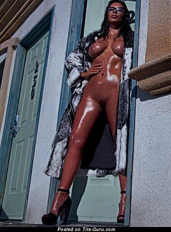 Изображение. Kim Kardashian - фото офигенной женщины топлесс с средней натуральной грудью