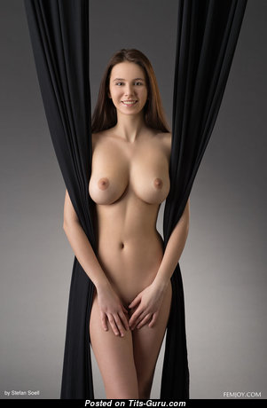 Nice Brunette with Nice Bare Natural Average Boob & Weird Nipples (Xxx Picture)